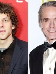 Jesse Eisenberg et Jeremy Irons dans Batman vs Superman